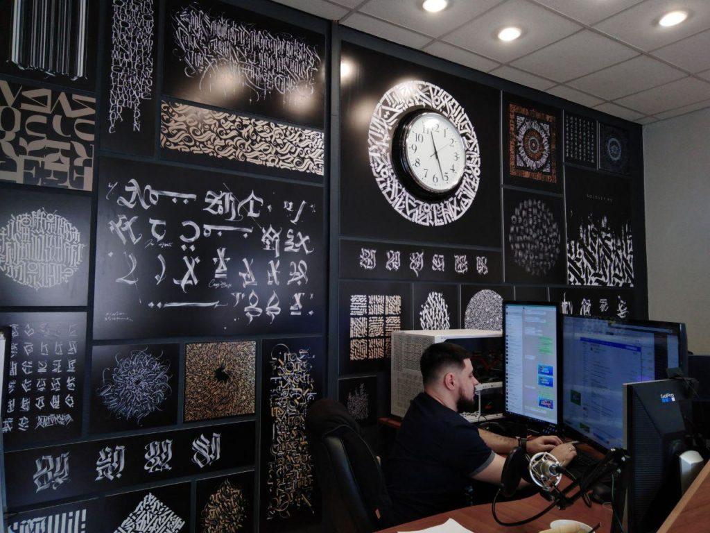 Работа над видеороликом в офисе студии